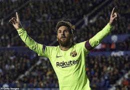 Lyon hold Barcelona in first leg